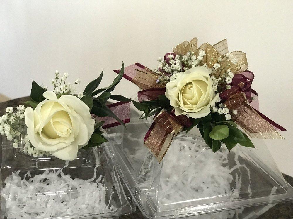 Covington Buds & Blooms: 15220 SE 272nd St, Kent, WA