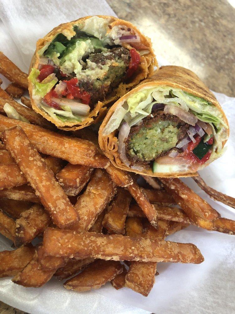Cafe One: 90-100 US 1, Woodbridge Township, NJ