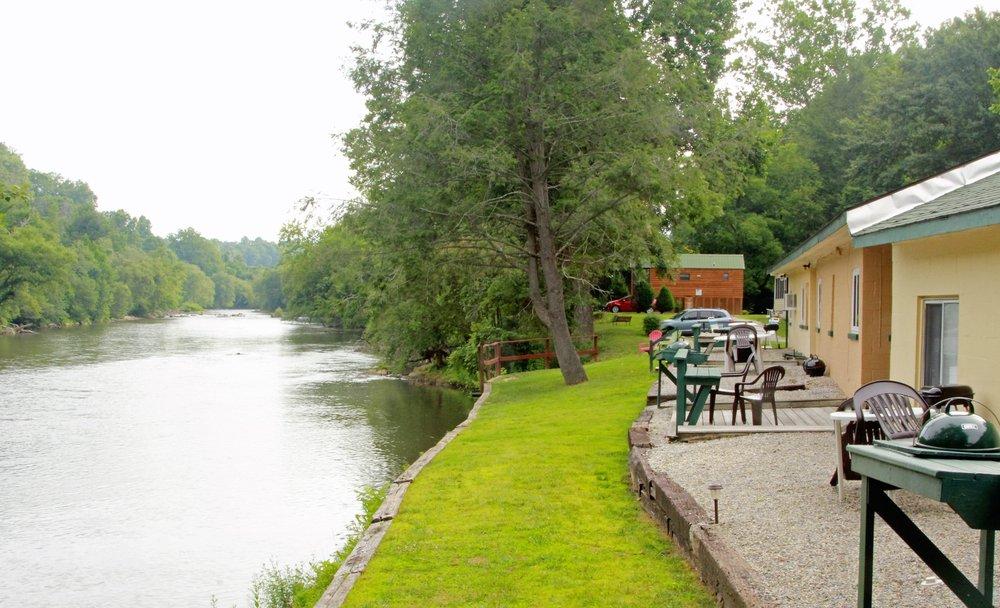 Riverbend Lodging: 470 Hwy 19 S, Bryson City, NC