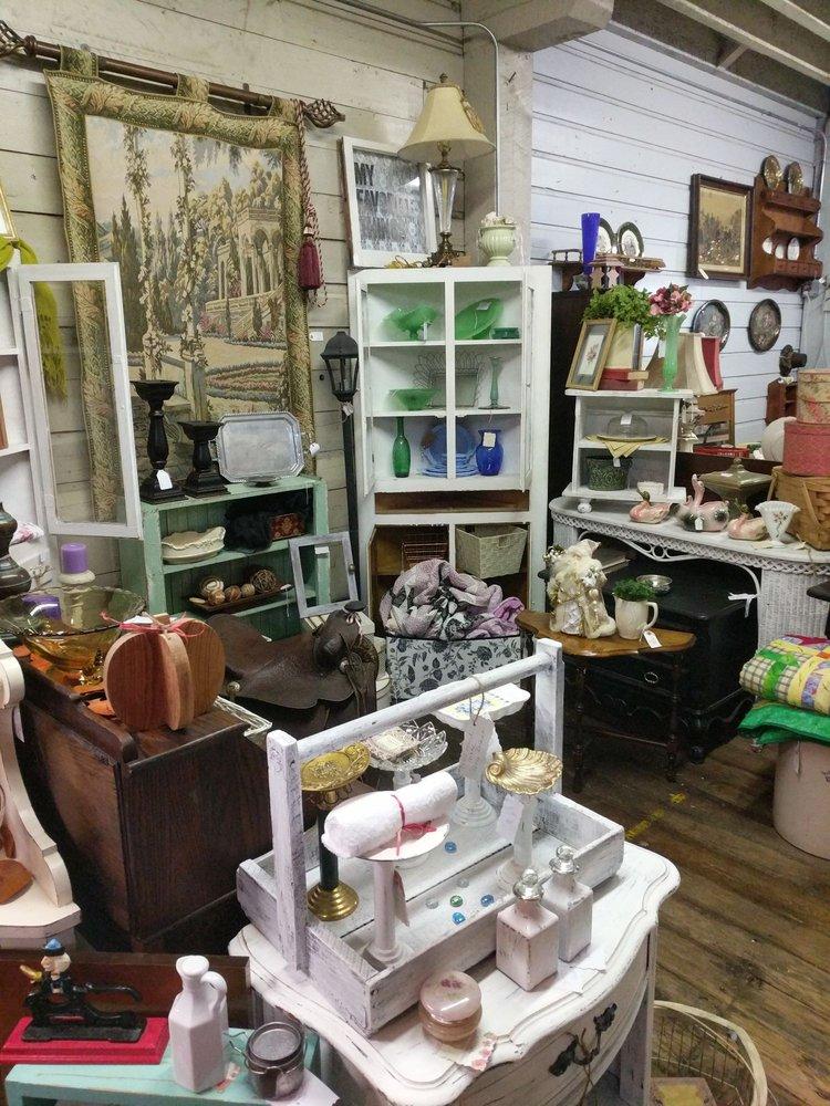 The Blackbird Granary Antiques & Curiosities: 190 S Main St, Mount Angel, OR