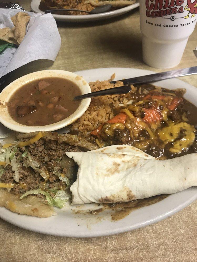 Restaurante Chile Bandera: 1743 Hwy 97 E, Jourdanton, TX