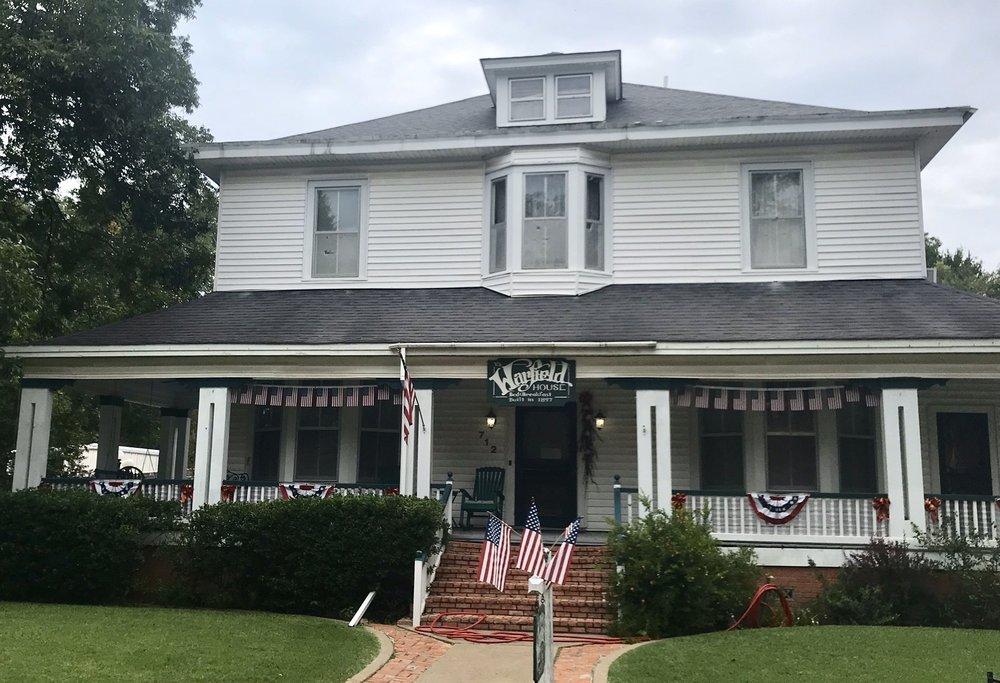Warfield House Bed & Breakfast: 712 E Houston Ave, Crockett, TX