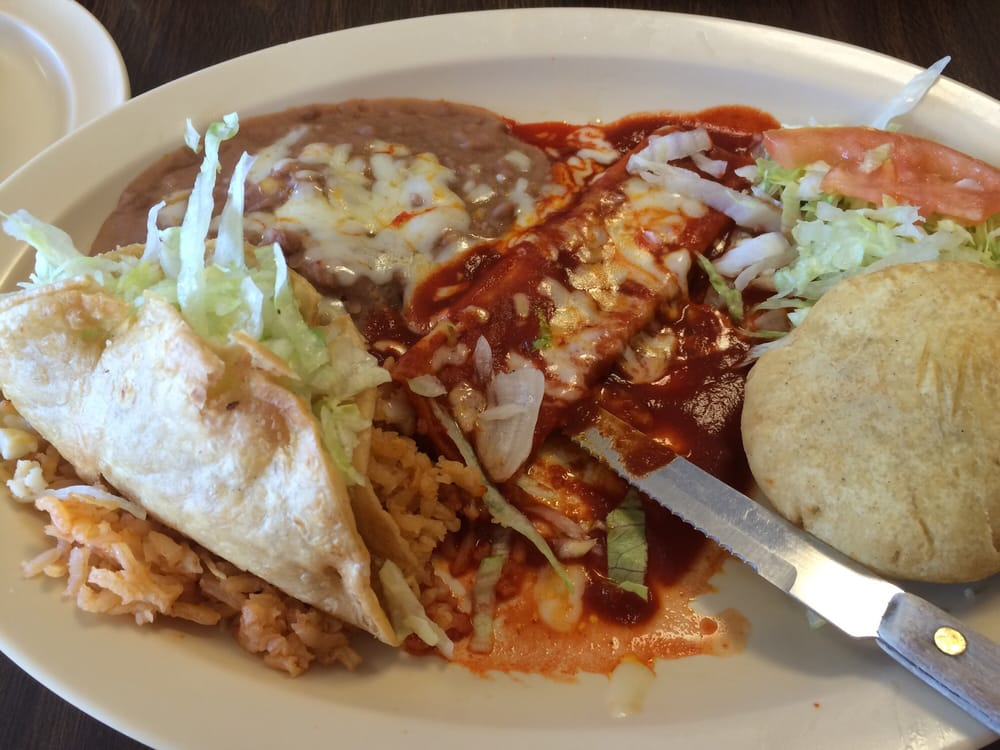 Ernesto's Mexican Food: 200 N Main, Anthony, TX
