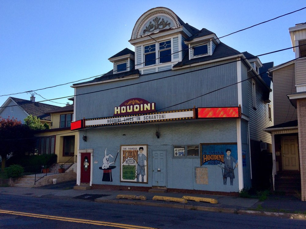 Social Spots from Harry Houdini Museum Tour & Magic Show