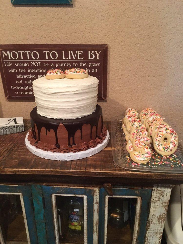 Creative Cakes & Salad Bar: 104 N Smythe St, Bowie, TX