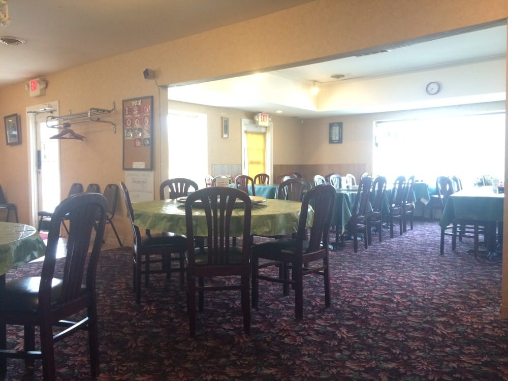 Dining Area Very Outdated The Green Vinyl Table Covers And The