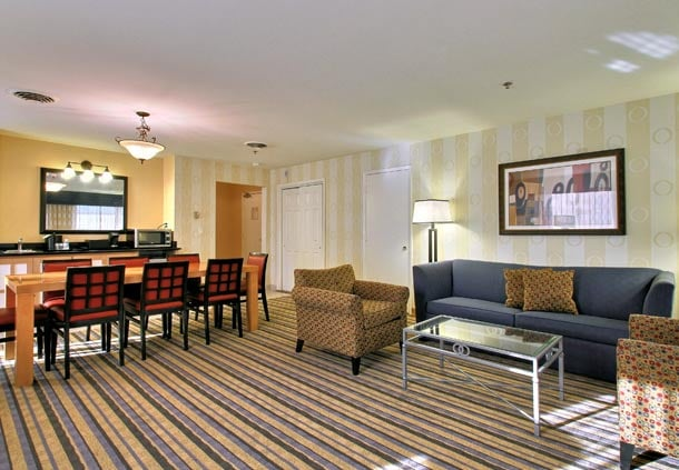 Fairfield Inn & Suites by Marriott Ames: 2137 Isaac Newton Dr Se 16th St, Ames, IA
