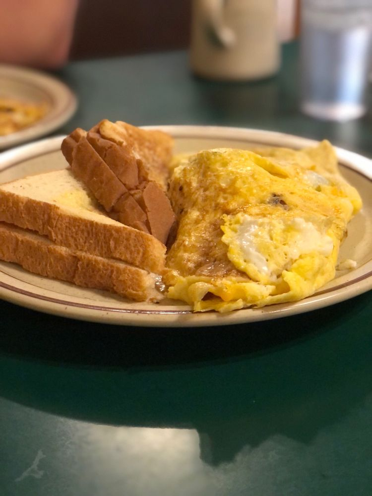 Country Cafe: 119 1/2 S Egan Ave, Madison, SD