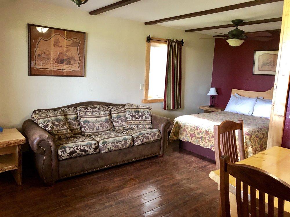 Kenai Peninsula Suites: 3685 Sterling Hwy, Homer, AK