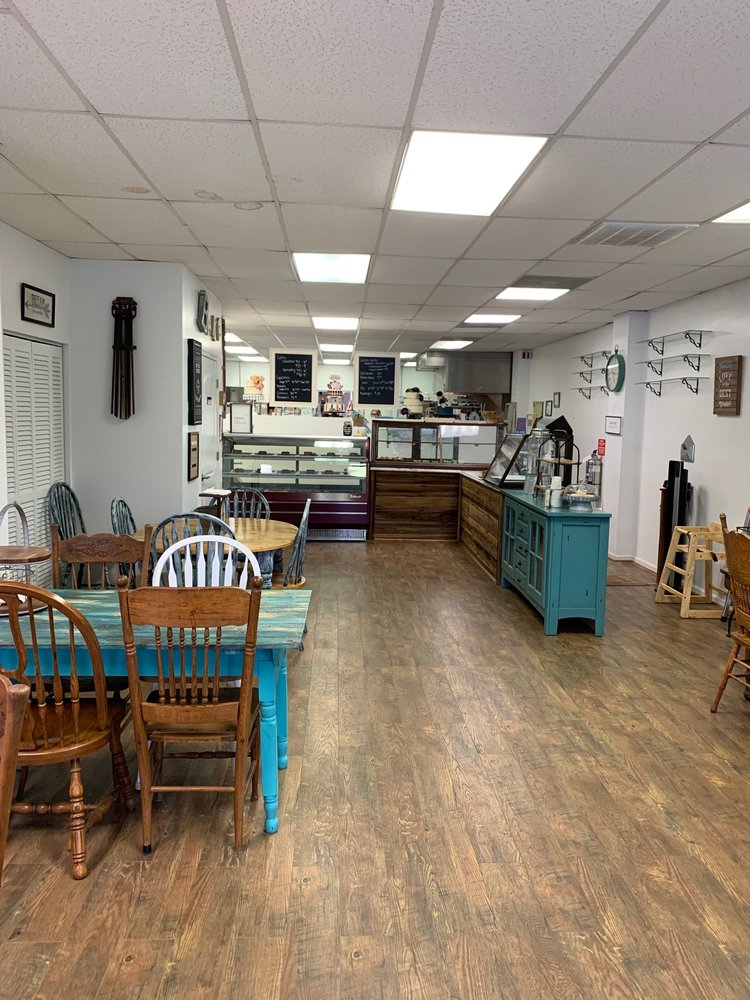 Cakes and Moore Bakery: 2112 Blvd, Colonial Heights, VA