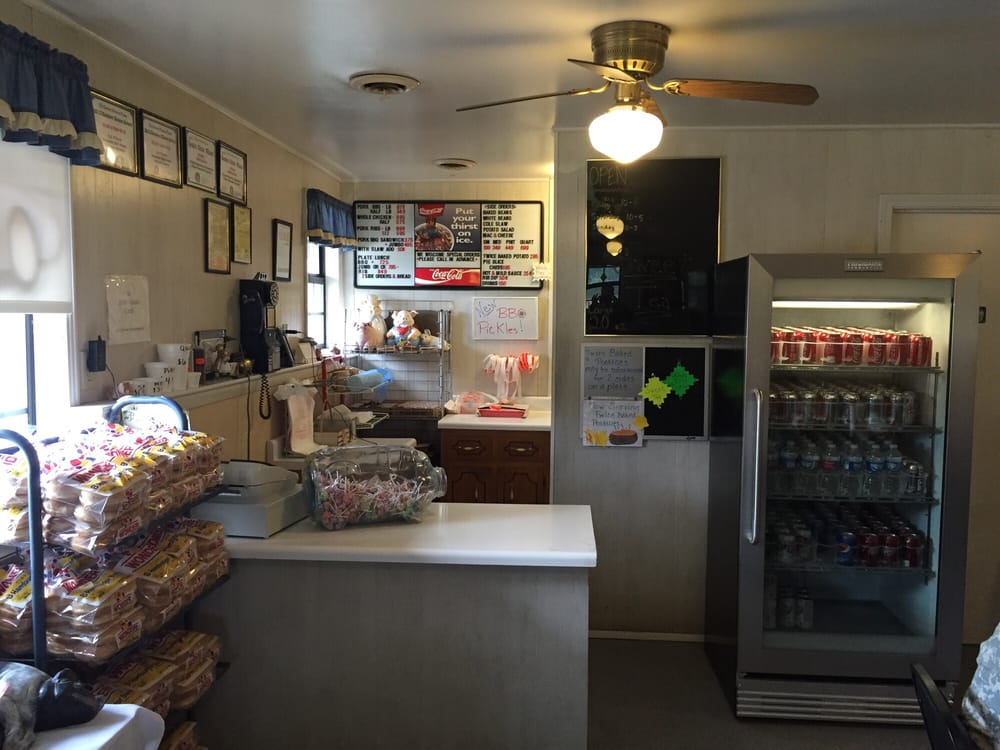 Rick's Bar-B-Que: 1522 Hwy 79, Dover, TN