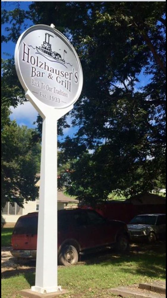 Holzhauser's Bar & Grill: 10501 Main Cross St, Portland, MO