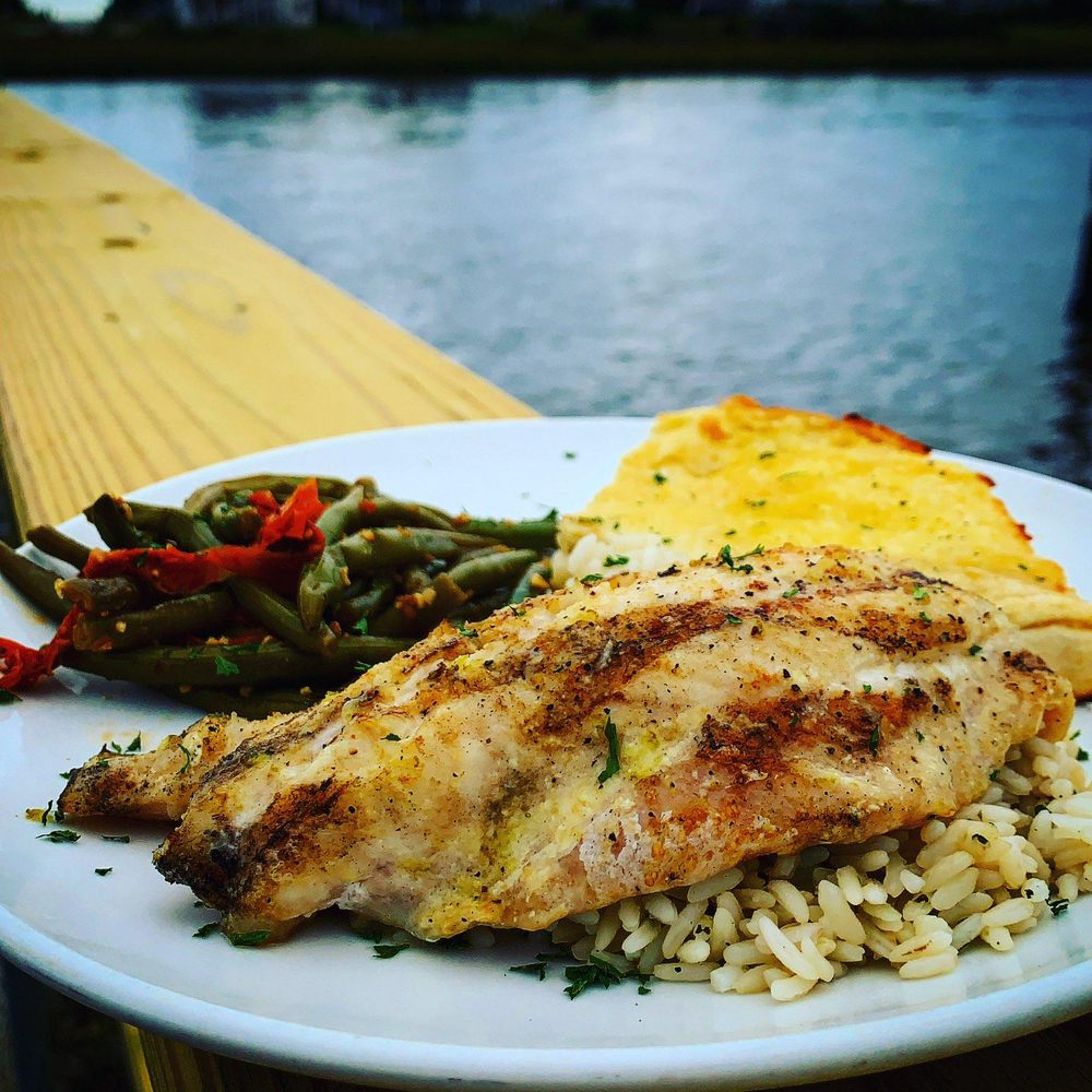 LouLou's Waterfront Restaurant: 1045 B-Var Rd SW, Lockwoods Folly, NC