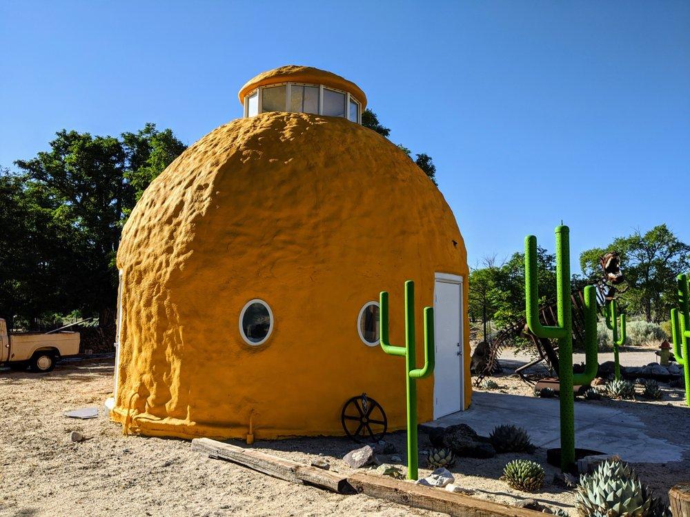 Sponge Bob's House: 146 US-395, Cartago, CA