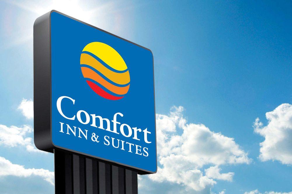 Comfort Inn & Suites: 7856 E 36th St N, Wichita, KS