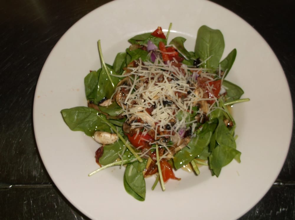 Warm Spinach Salad (bacon, tomatoes, onion, pecans ...