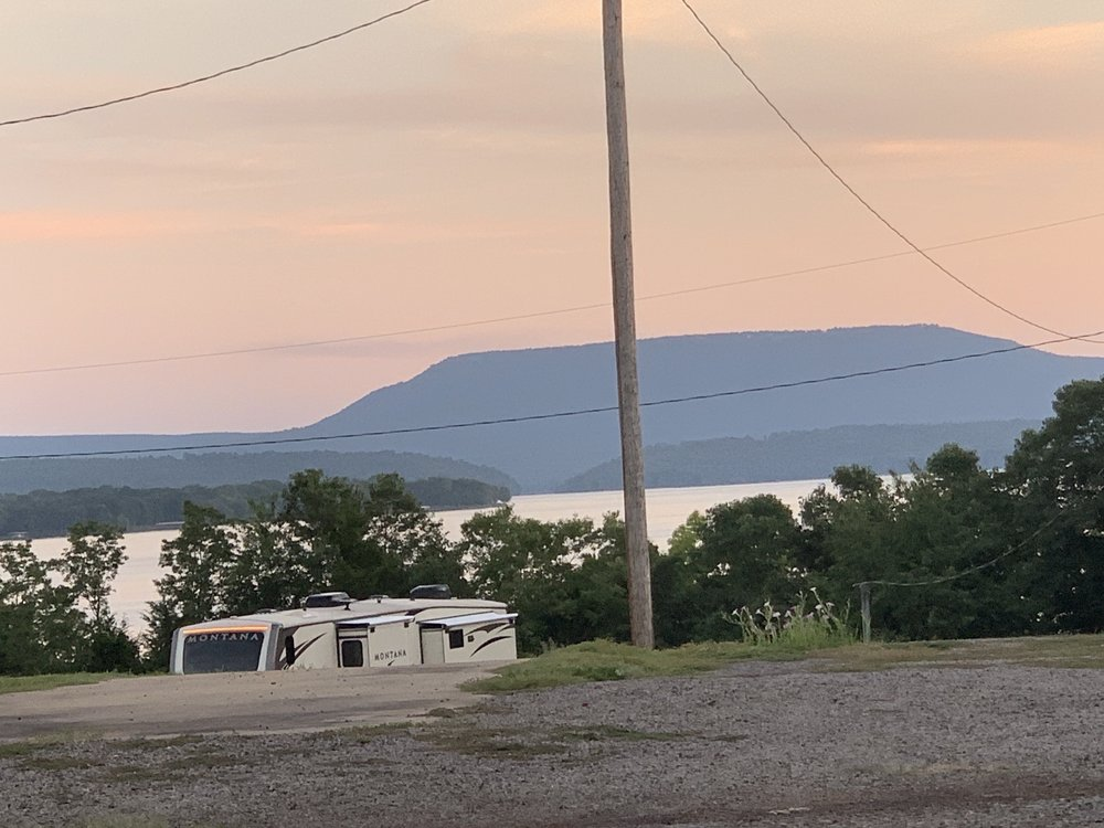 Mission Rv Park: 229 Mission Dr, Russellville, AR