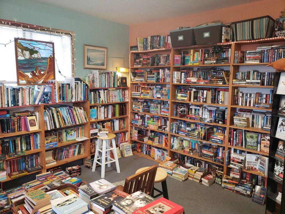 Banana Books: 114 3rd St SW, Long Beach, WA