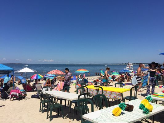 Meschutt Beach Hut 39 Old North Hwy Hampton Bays NY Restaurants