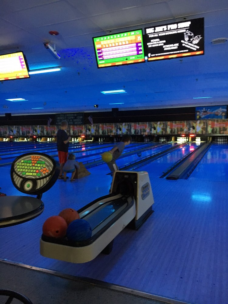 Westbrook Lanes Family Bowling Center: 1 Creek Rd, Brooklawn, NJ