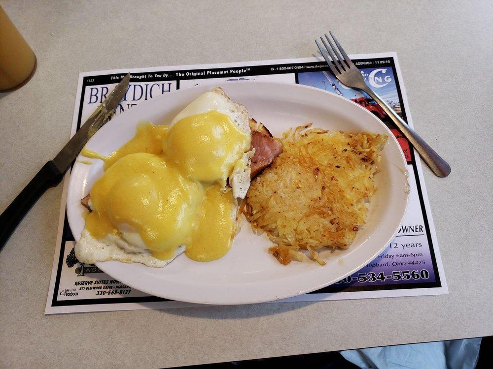 C's Waffles Family Restaurant: 920 W Liberty St, Hubbard, OH