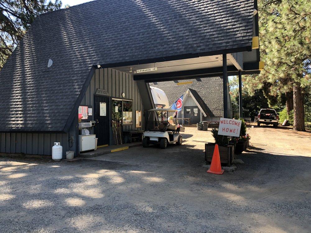 Lake Cove Resort & Marina Inc: 3584 State Hwy 147, Westwood, CA