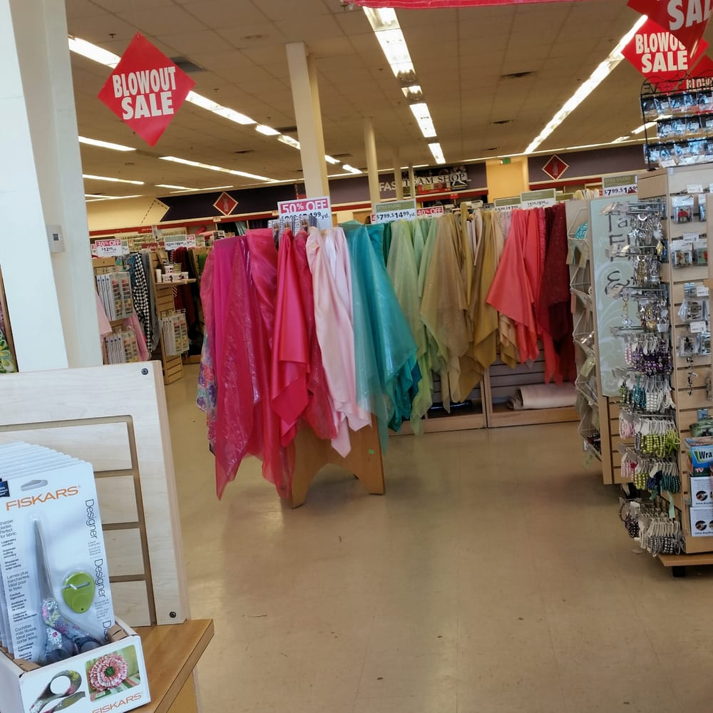 Hancock fabrics closed fabric stores 3245 w 7800 s for Fabric outlet near me
