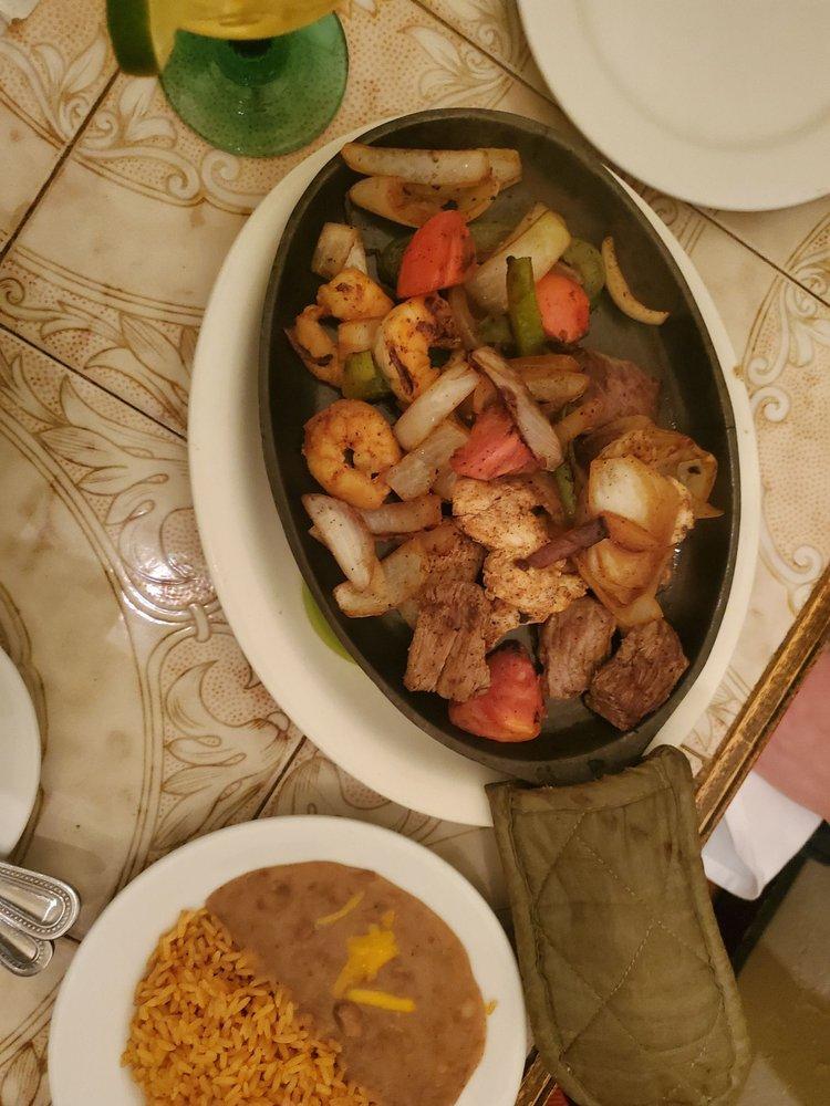 El Serrano Mexican Restaurant: 3410 E Market St, York, PA