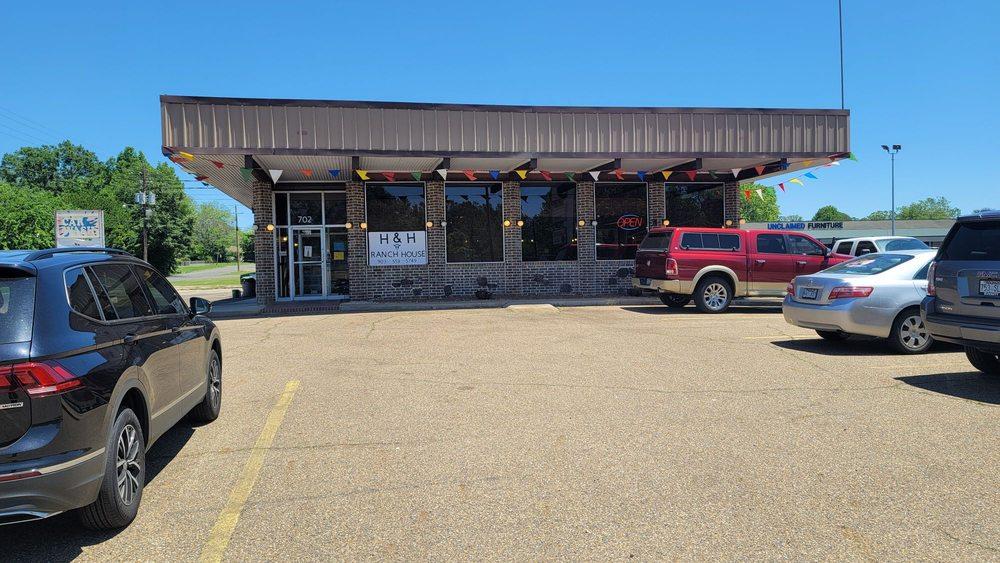 H & H Ranch House: 702 E St, Texarkana, AR
