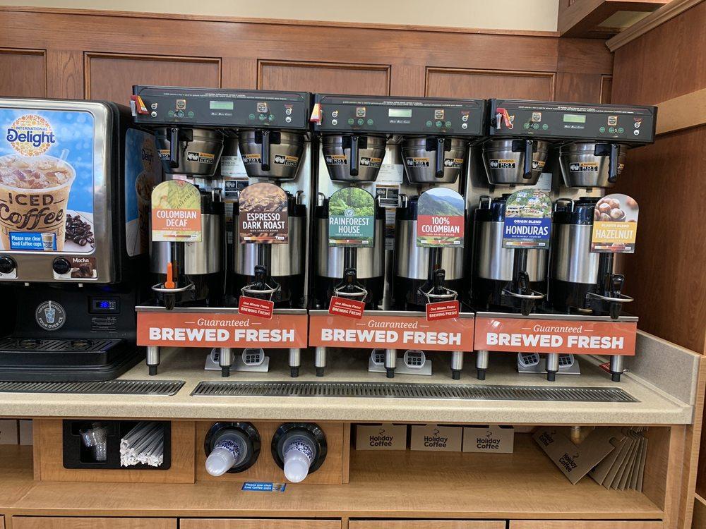 Holiday Station Store: 800 Shamrock Ln, Albany, MN