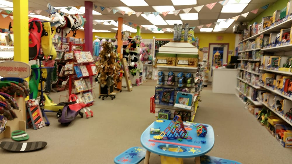 Toy Chest: 2703 White Mountain Hwy, North Conway, NH