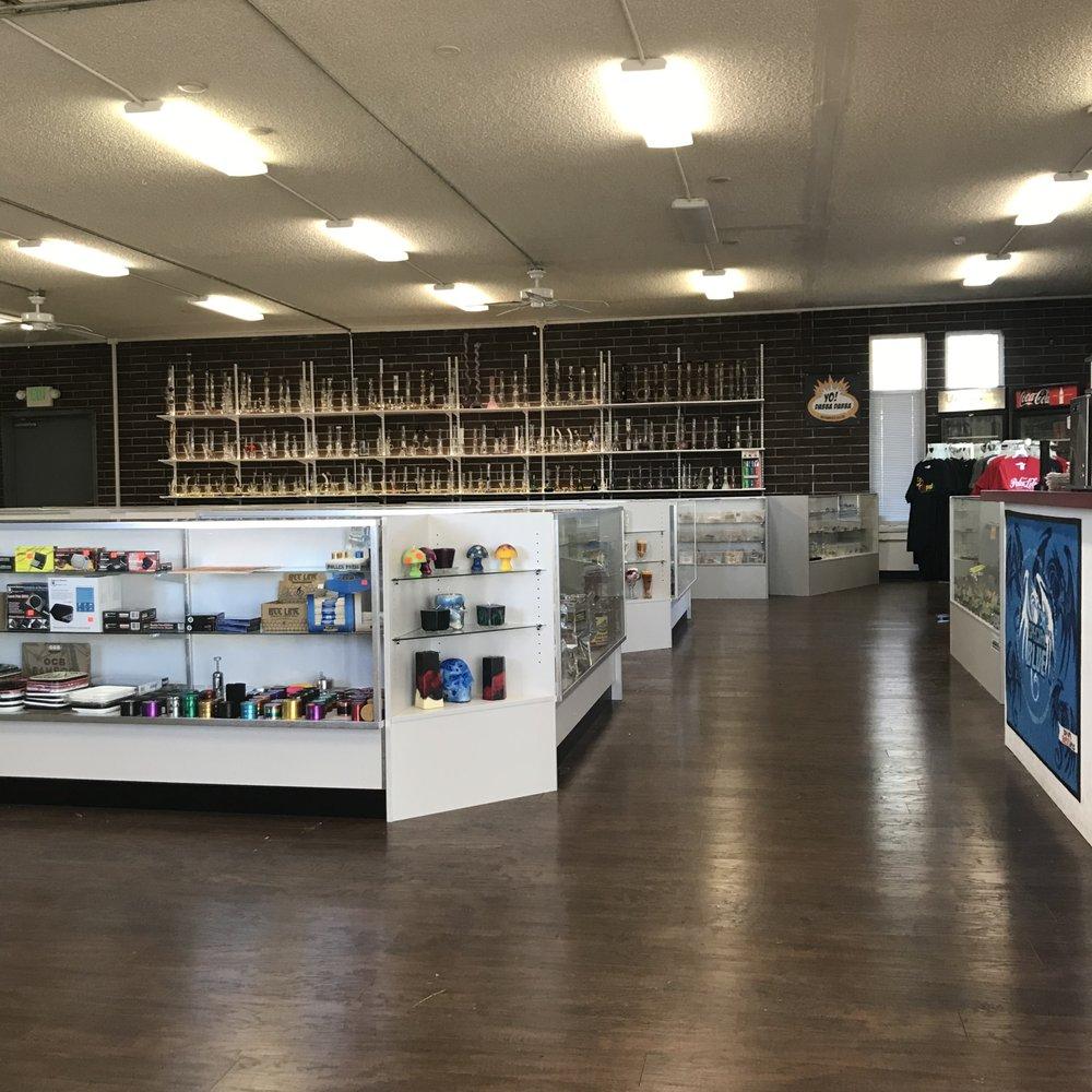 Redz Head Shop: 1682 N Adair St, Cornelius, OR