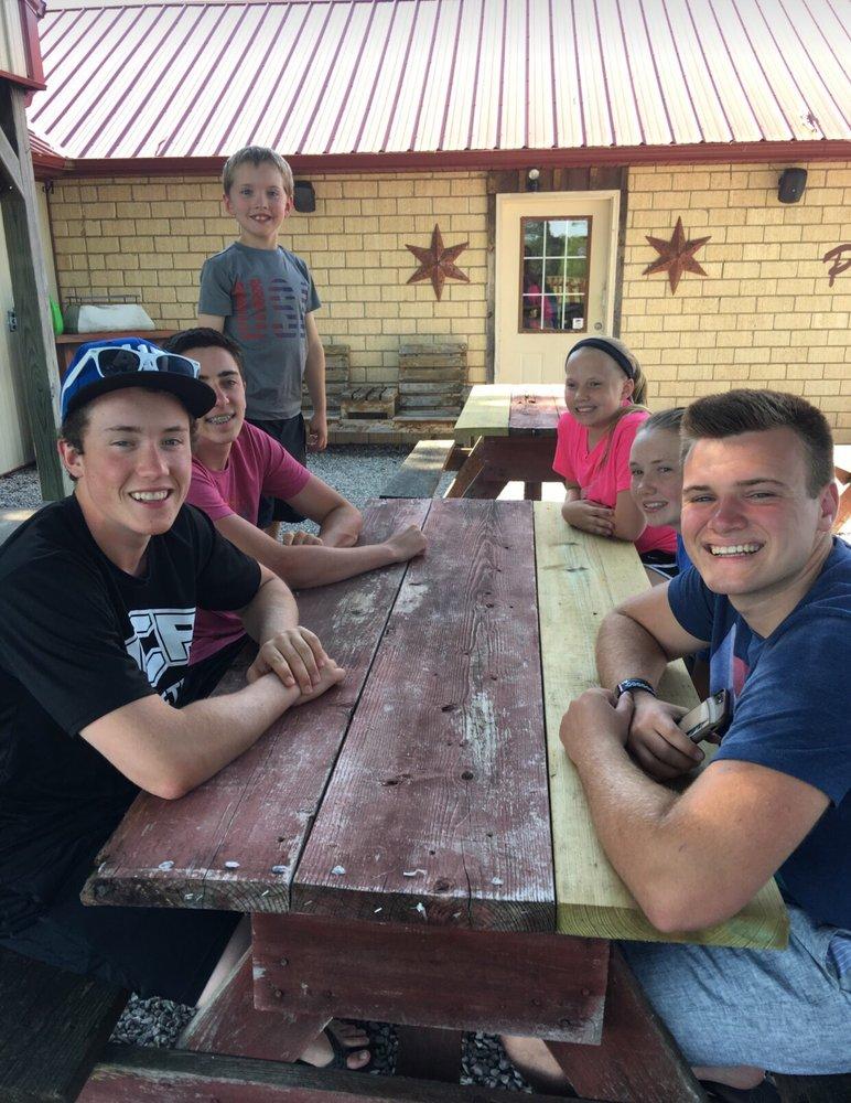 Tony's Pizza House: 9752 Highway 125, Protem, MO