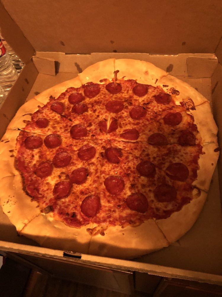 Knolla's Pizza: 4041 N Maize Rd, Maize, KS