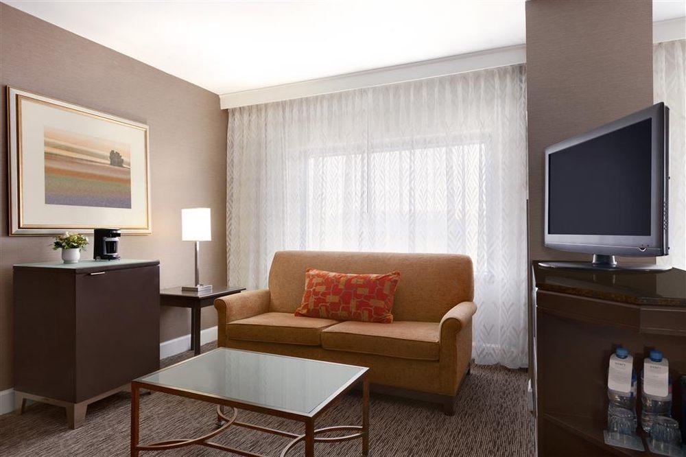 Hyatt Regency Dulles: 2300 Dulles Corner Blvd, Herndon, VA