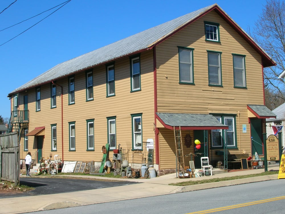 Lewisberry Antiques & Craft: 206 Market St, Lewisberry, PA