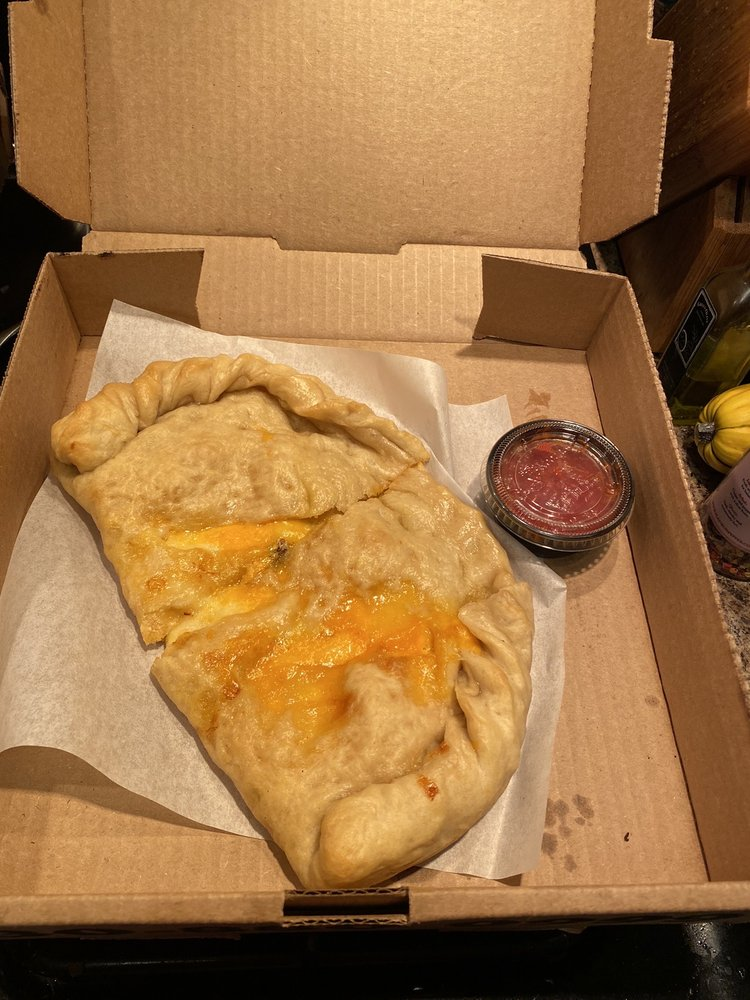 Doughy Paws Pizzeria: 7232 Portage St NW, Massillon, OH