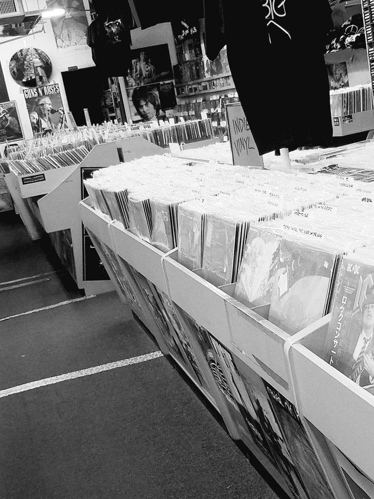 Everybody's Records: 6106 Montgomery Rd, Cincinnati, OH