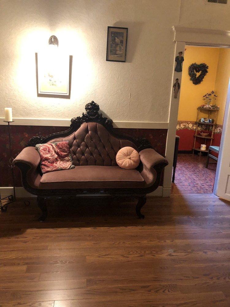 Francie's Bed & Breakfast: 104 S Line St, Du Quoin, IL