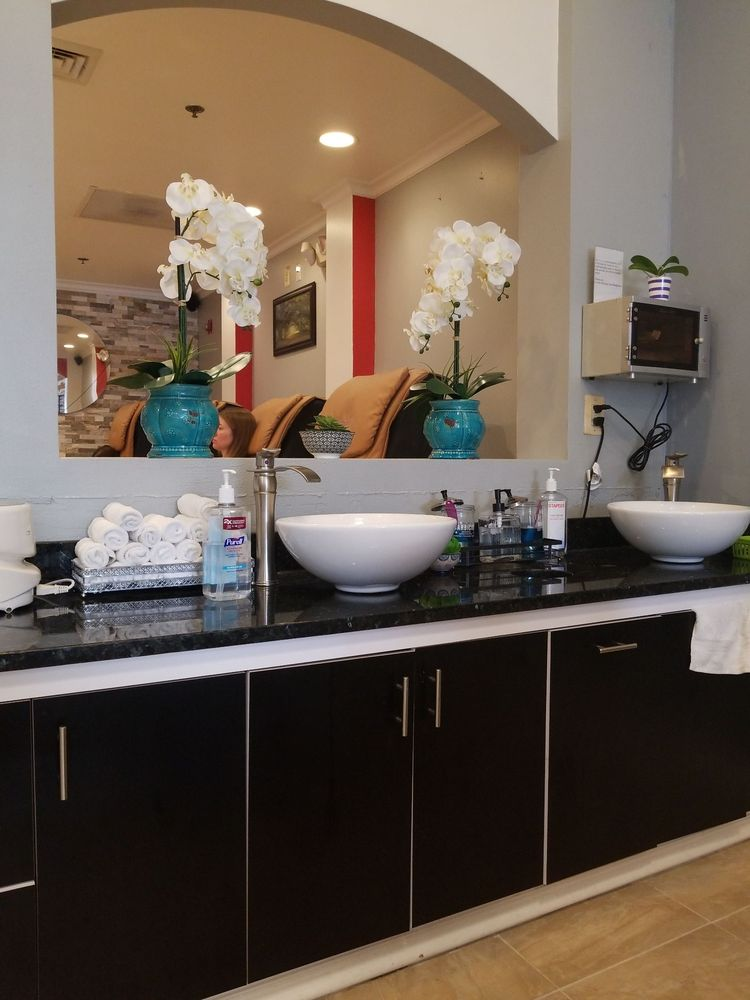 Avalon Nail and Spa: 7994 Crescent Park Dr, Gainesville, VA
