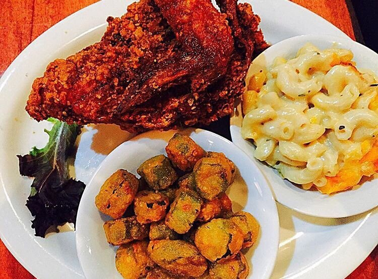 juke joint 39 s fried chicken w southern mac n cheese and. Black Bedroom Furniture Sets. Home Design Ideas