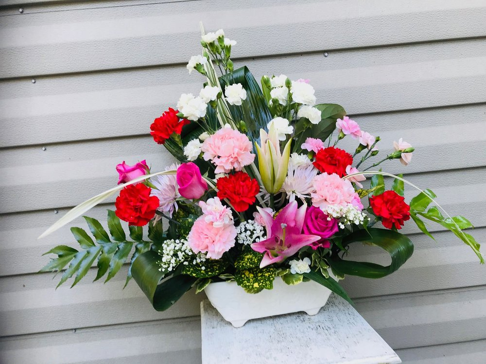 A Lasting Memory from The Flower Shoppe: 5205 Country Side Dr, Lake Park, GA