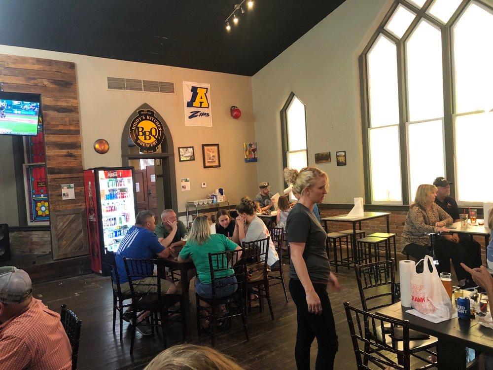 Diddy's Kitchen BBQ & Brewery: 103 S Jefferson St, Kearney, MO