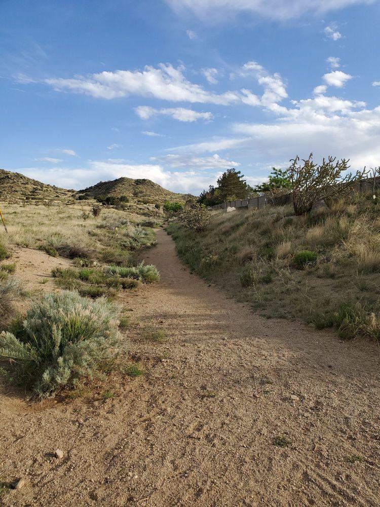 City View Estates Park: 901 Jewel Pl NE, Albuquerque, NM