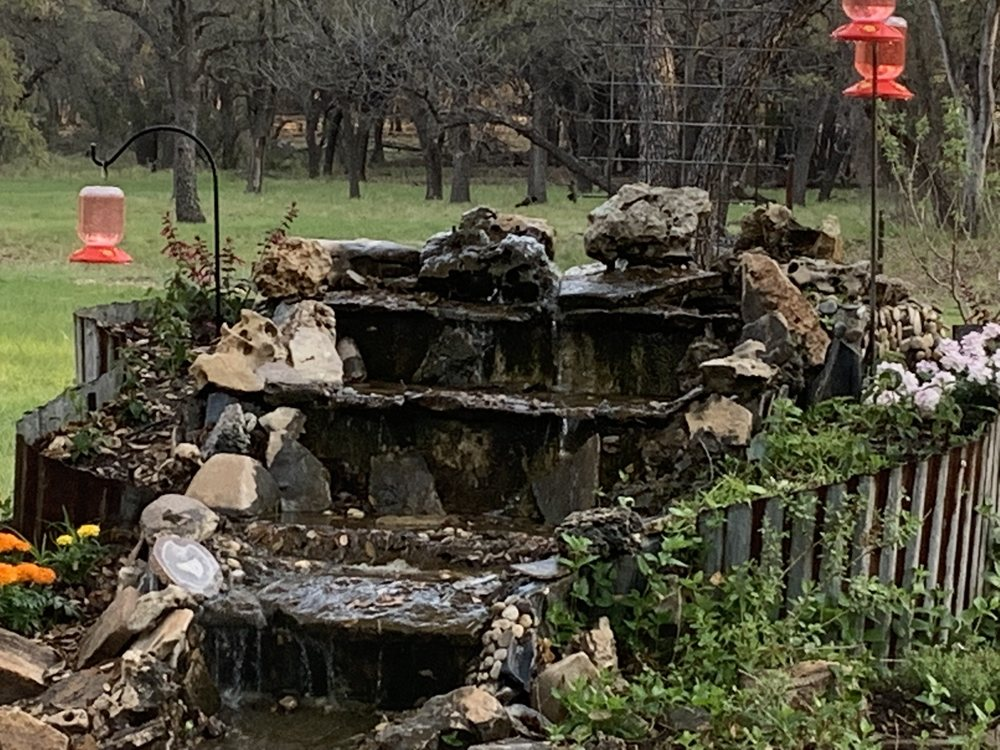 Hummer House With Bed & Breakfast: 21301 Toe Nail Trl, Christoval, TX