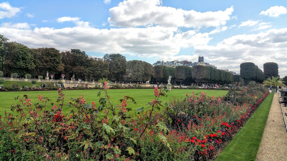 No trespassing yelp for Piscine jardin du luxembourg