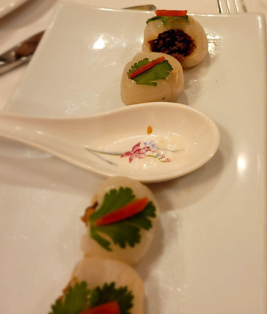 Duangrat's Thai Restaurant: 5878 Leesburg Pike, Falls Church, VA