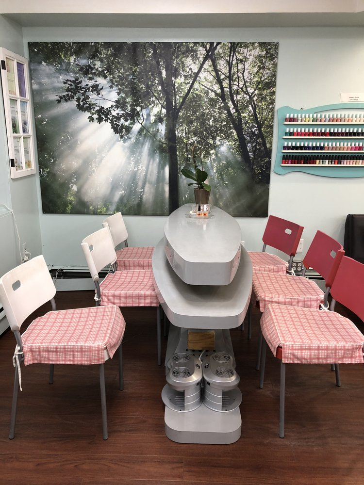 Willis Nails: 384 Willis Ave, Roslyn Heights, NY