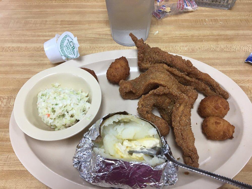 Fish Hut: 95 Water St, Savannah, TN