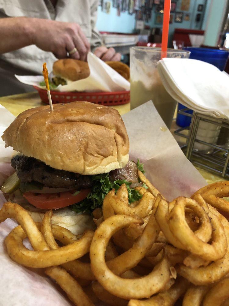 59er Diner: 200 Apple Annie Ave, Cashmere, WA